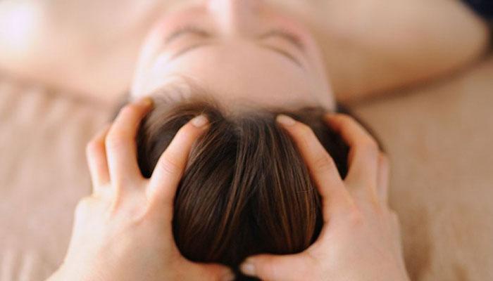 Head massage at Salon HILO Natural Beauty